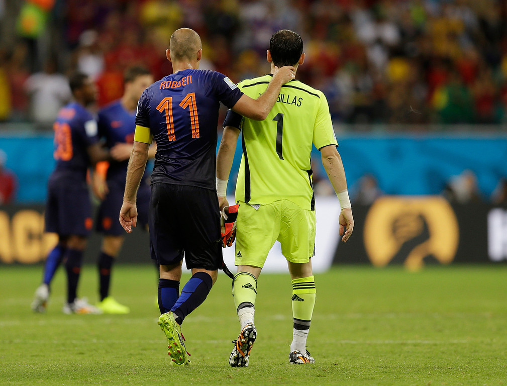 . Netherlands\' Arjen Robben walks with Spain\'s goalkeeper Iker Casillas after Netherlands\' 5-1 victory over Spain during the group B World Cup soccer match between Spain and the Netherlands at the Arena Ponte Nova in Salvador, Brazil, Friday, June 13, 2014.  (AP Photo/Natacha Pisarenko)