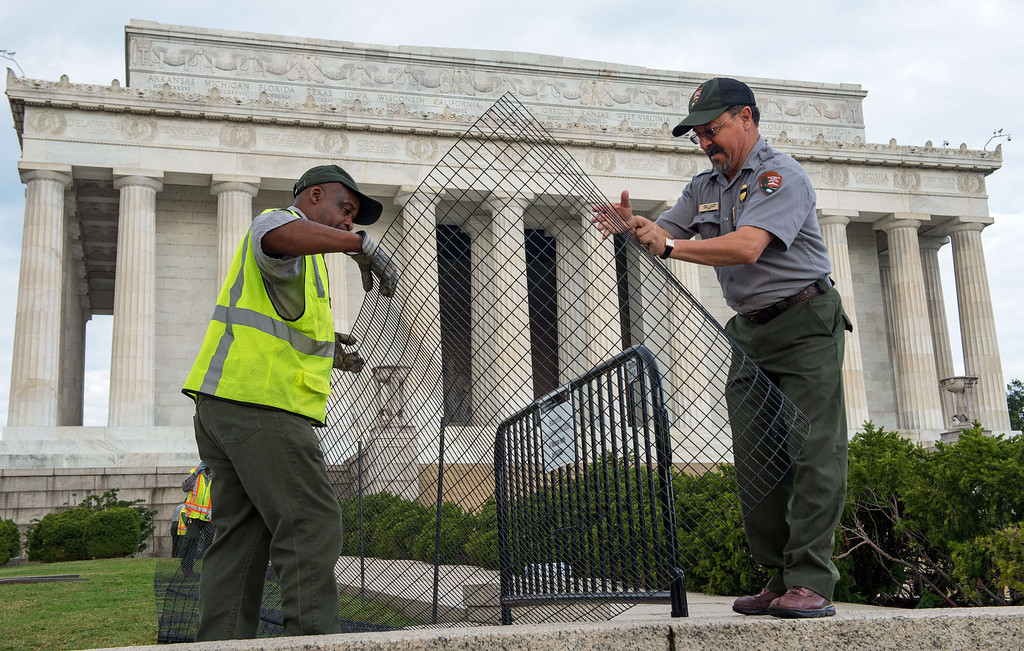 . US Park Service workers fence off the closed Lincoln Monument in Washington, DC, October 1, 2013 , as the first US Federal government shutdown since 1995 begins. The Lincoln Memorial and many other non-essential government run institutions are on a shut-down list.  The National Mall and all monuments and large sections of the government closed due to government shut down after Congress failed to agree on spending.  AFP PHOTO / Paul J. RICHARDS/AFP/Getty Images