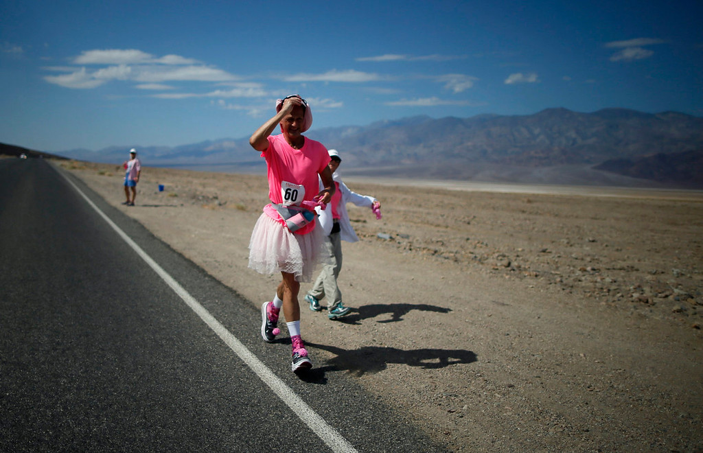 . Keith Straw, 58, competes during the Badwater Ultramarathon in Death Valley National Park, California July 15, 2013. The 135-mile (217 km) race, which bills itself as the world\'s toughest foot race, goes from Death Valley to Mt. Whitney, California in temperatures which can reach 130 degrees Fahrenheit (55 Celsius).  REUTERS/Lucy Nicholson