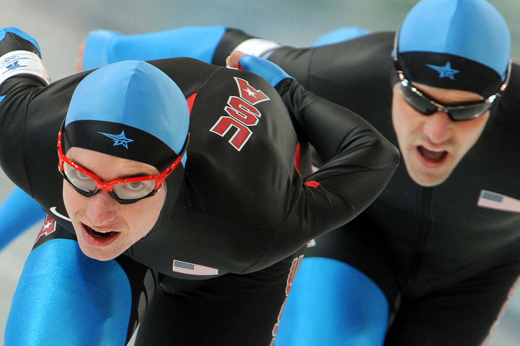 . US team members compete in the Men\'s team pursuit speedskating quaterfinals at the Olympic Richmond Oval in Richmond outside Vancouver, during the 2010 Winter Olympics on February 26, 2010. AFP PHOTO SAEED KHAN