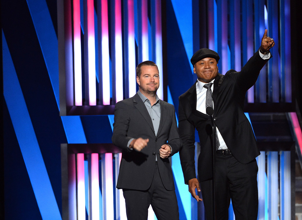. Actors Chris O\'Donnell (L) and LL Cool J speak onstage during ACM Presents: An All-Star Salute To The Troops at the MGM Grand Garden Arena on April 7, 2014 in Las Vegas, Nevada.  (Photo by Ethan Miller/Getty Images for ACM)