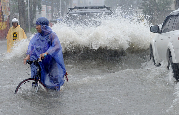 PHOTOS: Monsoon rains cause flooding in Philippines