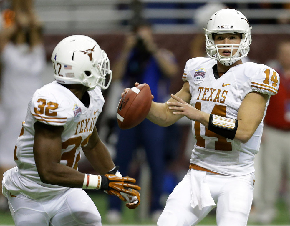 . Texas\' David Ash (14) looks to pass to Johnathan Gray (32) during the first quarter of the Alamo Bowl NCAA football game against Oregon State, Saturday, Dec. 29, 2012, in San Antonio.  (AP Photo/Eric Gay)
