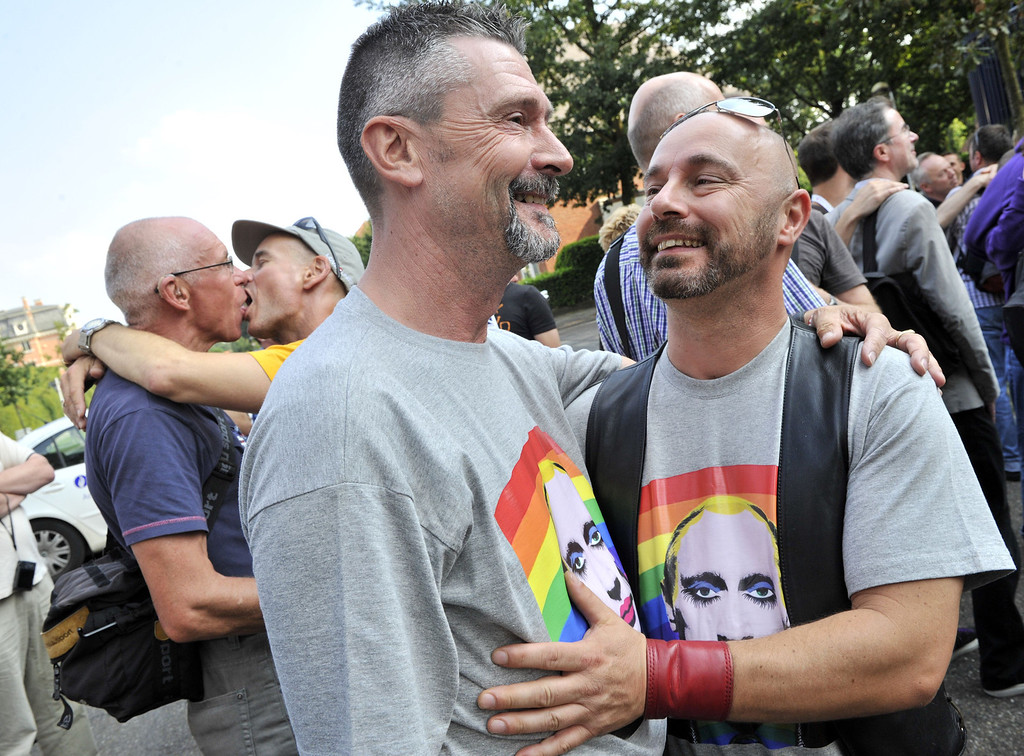 """. Homosexual couples kiss as they participate in a  \'Kiss-In\' action at the Russian consulate in Antwerp to protest against the treatment of lesbian, gay, bisexual and transgender oriented people in Russia on August 9, 2013.  Russia on Friday said it was unperturbed by threats of an Olympic boycott over a controversial law banning \""""homosexual propaganda\"""", despite wide-ranging criticism of the legislation from athletes to US President Barack Obama. GEORGES GOBET/AFP/Getty Images"""
