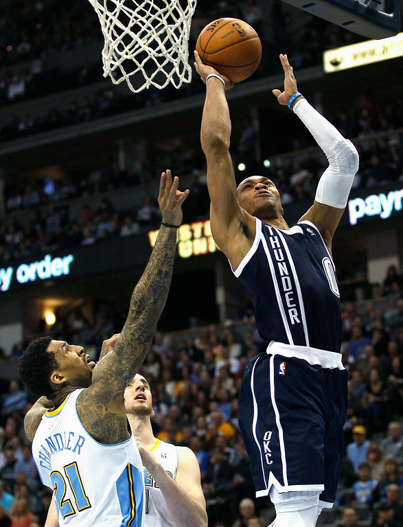 . Oklahoma City Thunder guard Russell Westbrook drives to the hoop past Denver Nuggets\' Wilson Chandler (21) in their NBA basketball game in Denver March 1, 2013. REUTERS/Rick Wilking