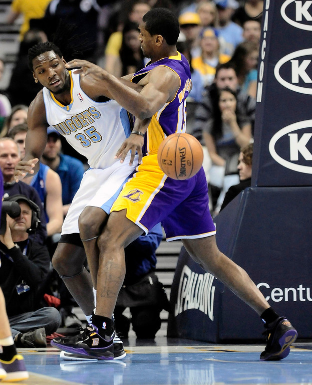 . Los Angeles Lakers\' Metta World Peace (R) knocks the ball away from Denver Nuggets\' Kenneth Faried (L) during their NBA basketball game in Denver, Colorado February 25, 2013.   REUTERS/Mark Leffingwell