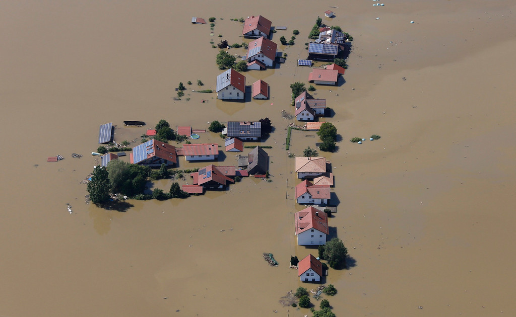 . A small settlement is completely cut off by the floods of the river Danube near the eastern Bavarian city of Deggendorf June 5, 2013. REUTERS/Wolfgang Rattay
