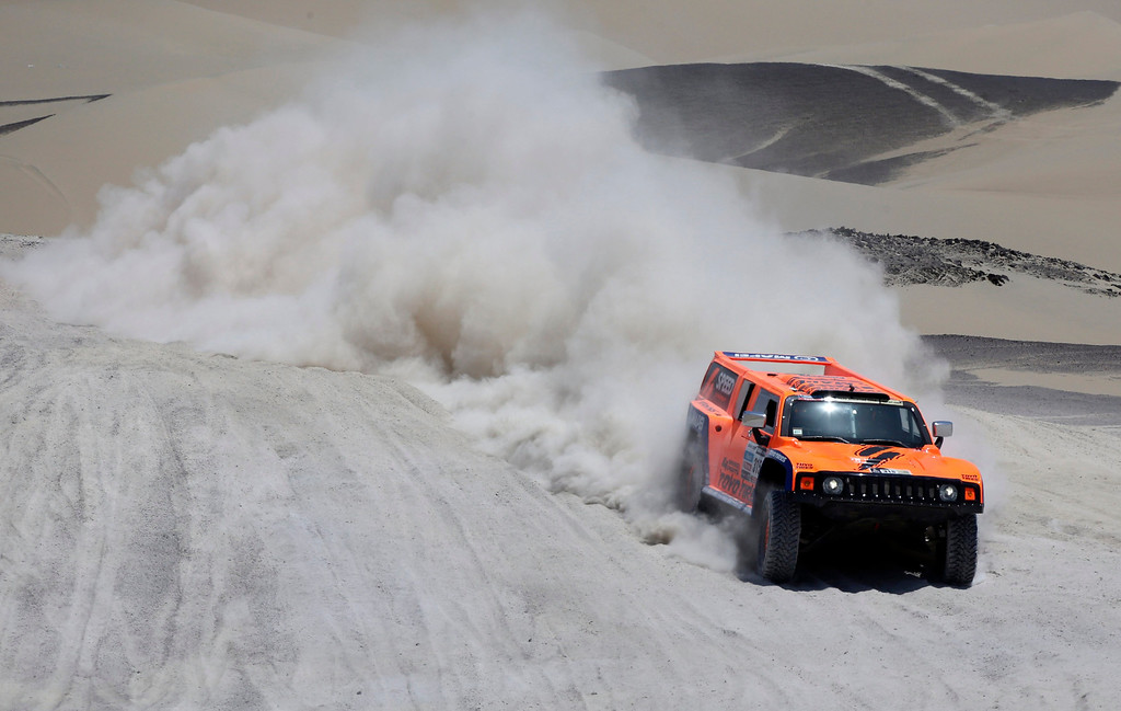 . Robby Gordon of the U.S and co-pilot Kellon Walch compete with their Hummer during the 3rd stage of the Dakar Rally 2013 from Pisco to Nazca, January 7, 2013.  REUTERS/Jacky Naegelen