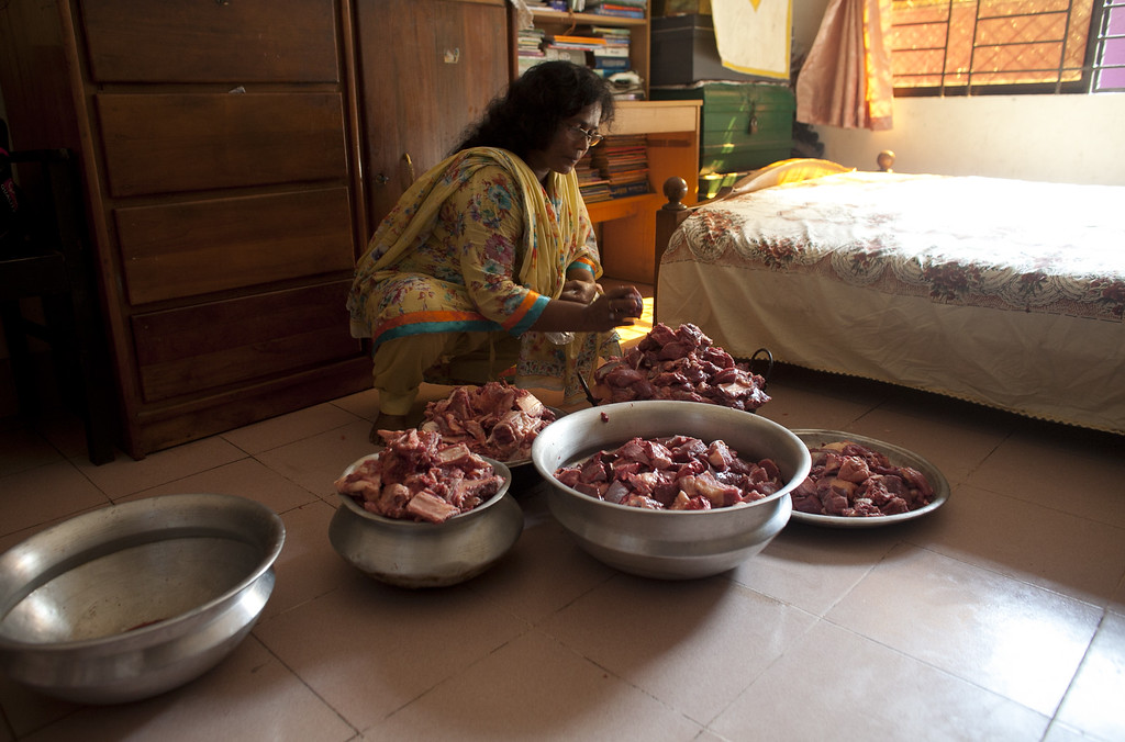 . Minara Begum Mini sorts through the meat that her family will give away to relatives and the poor on October 16, 2013 in Dhaka, Bangladesh. Muslims traditionally give away one-third of their sacrificed animal meat to relatives and the needy. (Photo by Getty Images/Getty Images)