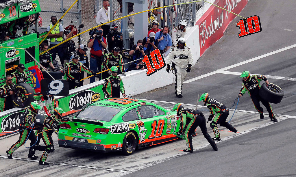 . The pit crew for NASCAR driver Danica Patrick (10) services her Chevrolet during the NASCAR Sprint Cup Series Daytona 500 race at the Daytona International Speedway in Daytona Beach, Florida February 24, 2013. REUTERS/Pierre Ducharme