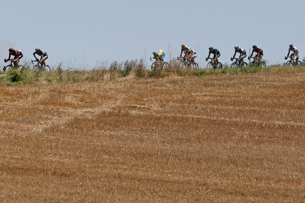 . The pack with Italy\'s Vincenzo Nibali, wearing the overall leader\'s yellow jersey,  speeds downhill during the sixteenth stage of the Tour de France cycling race over 237.5 kilometers (147.6 miles) with start in Carcassonne and finish in Bagneres-de-Luchon, France, Tuesday, July 22, 2014. (AP Photo/Christophe Ena)