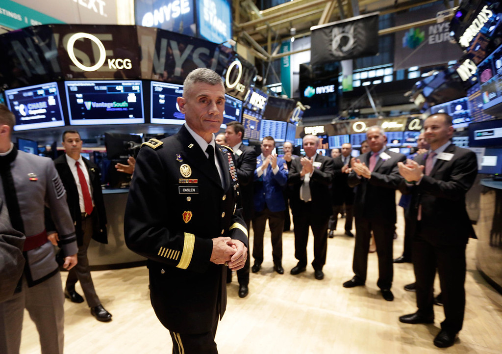 . Lieutenant General Robert L. Caslen Jr., the 59th Superintendent of the U.S. Military Academy at West Point, is applauded as he walks the trading floor of the New York Stock Exchange, on Veteran\'s Day, Monday, Nov. 11, 2013. (AP Photo/Richard Drew)