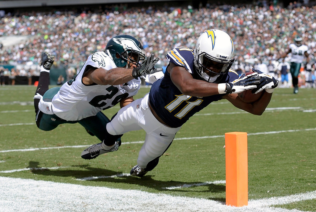 . San Diego Chargers\' Eddie Royal, right, dives for a touchdown as Philadelphia Eagles\' Nate Allen defends during the first half of an NFL football game on Sunday, Sept. 15, 2013, in Philadelphia. (AP Photo/Michael Perez)