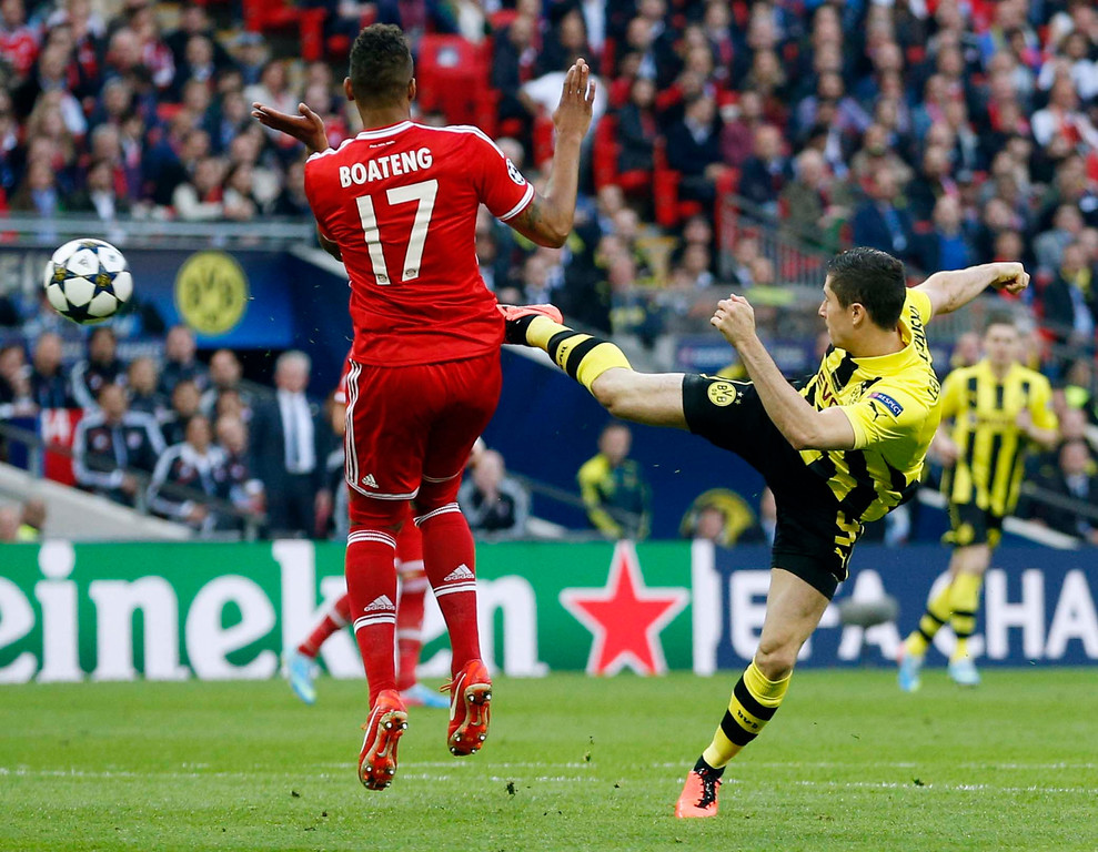 . Dortmund\'s Robert Lewandowski of Poland, right, and Bayern\'s Jerome Boateng, vie for the ball,  during the Champions League Final soccer match between Borussia Dortmund and Bayern Munich at Wembley Stadium in London, Saturday May 25, 2013.  (AP Photo/Matt Dunham)