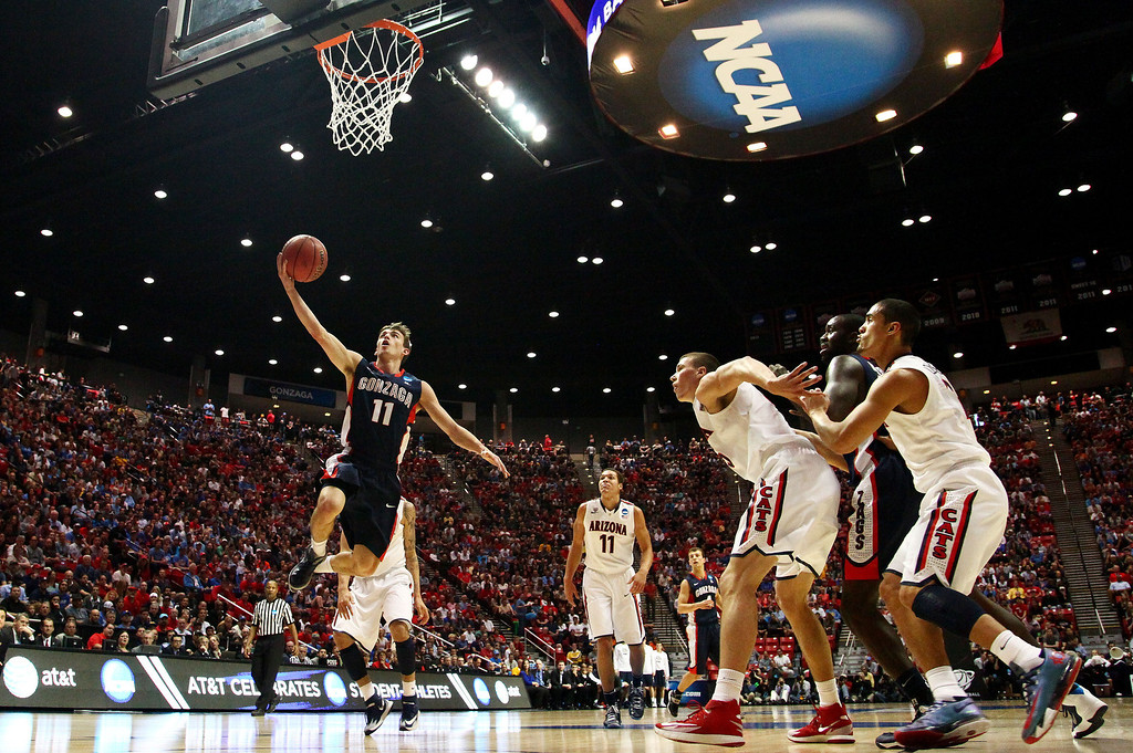 . David Stockton #11 of the Gonzaga Bulldogs shoots against the Arizona Wildcats in the first half during the third round of the 2014 NCAA Men\'s Basketball Tournament at Viejas Arena on March 23, 2014 in San Diego, California.  (Photo by Donald Miralle/Getty Images)
