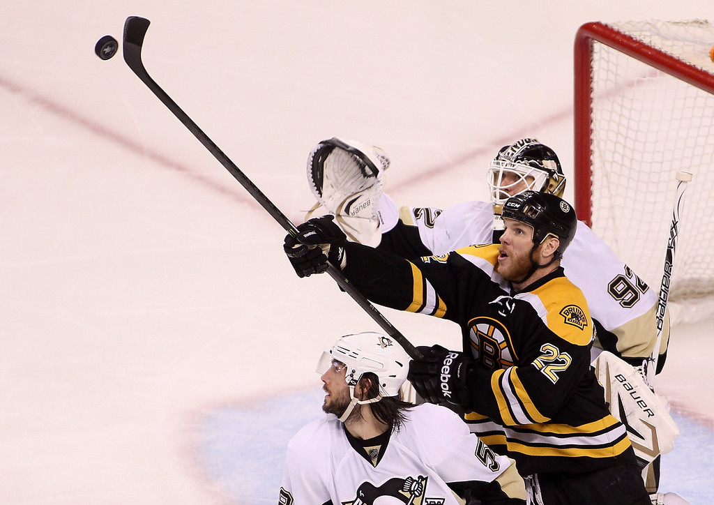 . BOSTON, MA - JUNE 07: Shawn Thornton #22 of the Boston Bruins reaches for the puck in the third period against Tomas Vokoun #92 of the Pittsburgh Penguins in Game Four of the Eastern Conference Final during the 2013 Stanley Cup Playoffs at TD Garden on June 7, 2013 in Boston, Massachusetts.  (Photo by Alex Trautwig/Getty Images)