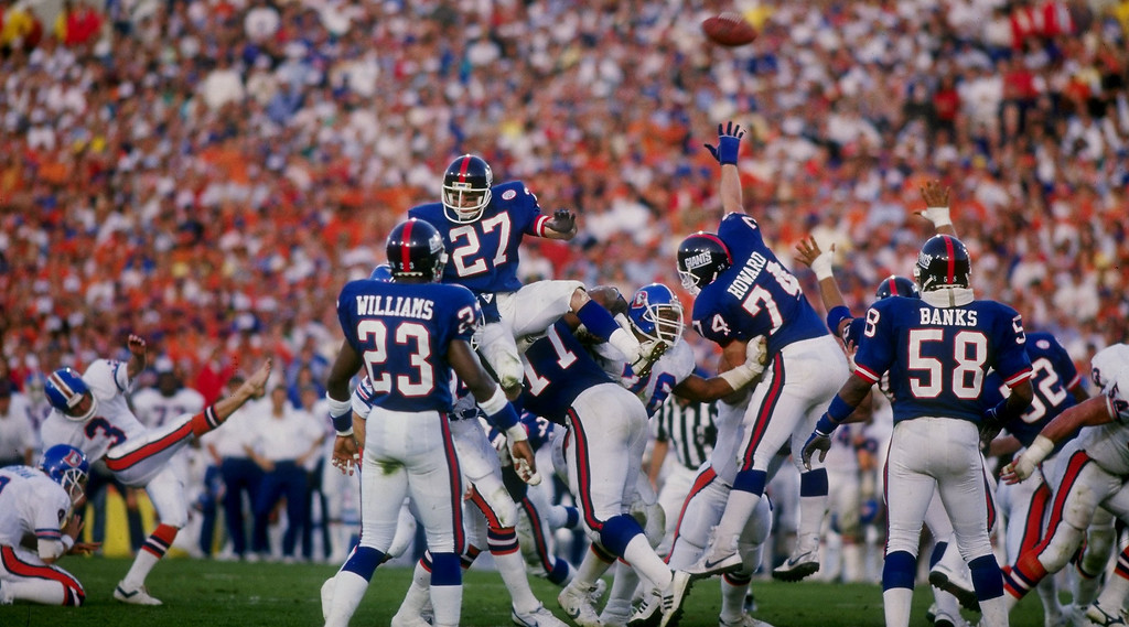 . Defensive back Herb Welch of the New York Giants tries to block the kick by Rich Karlis of the Denver Broncos during the Giants\' 39-20 in Super Bowl XXI at the Rose Bowl in Pasadena, California.  Mike Powell/Allsport