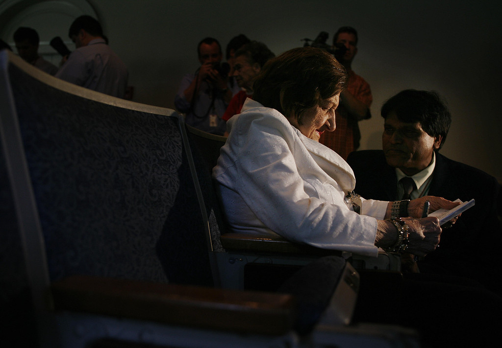 . Washington, UNITED STATES:  Veteran White House reporter Helen Thomas (2nd R) reads her notes as she prepares for the final press briefing in the James Brady Press Briefing Room at the White House 02 August 2006, in Washington,DC. The Briefing Room, as well as the press working spaces, are being renovated. Reporters who cover the White House are being evicted this week from their dingy, depressing digs in what was once the West Wing swimming pool area, for what is set to be a months-long renovation. JIM WATSON/AFP/Getty Images