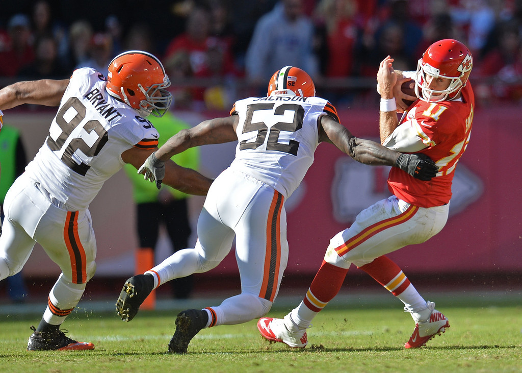 . Defenders D\'Qwell Jackson #52 and Desmond Bryant #92 of the Cleveland Browns pressure quarterback Alex Smith #11 of the Kansas City Chiefs during the second half on October 27, 2013 at Arrowhead Stadium in Kansas City, Missouri. Kansas City won 23-17. (Photo by Peter Aiken/Getty Images)