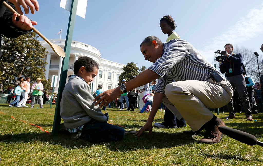 . U.S. President Barack Obama consoles Donovan Frazier, 5, who lost during his easter egg roll event during in the 135th annual Easter Egg Roll on the South Lawn of the White House in Washington, April 1, 2013. REUTERS/Jason Reed