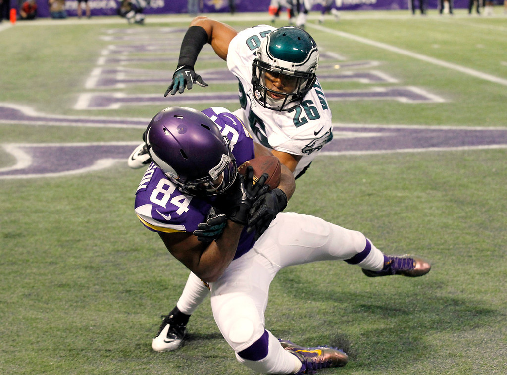 . Minnesota Vikings wide receiver Cordarrelle Patterson (84) catches a 5-yard touchdown pass in front of Philadelphia Eagles cornerback Cary Williams (26) during the second half of an NFL football game, Sunday, Dec. 15, 2013, in Minneapolis. (AP Photo/Ann Heisenfelt)