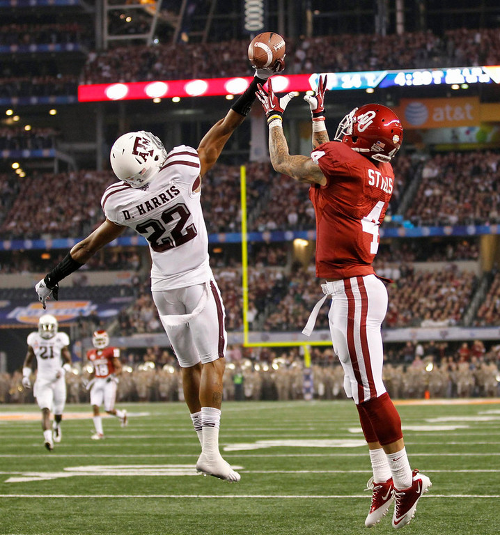 . Texas A&M University defensive back Dustin Harris (L) deflects the pass intended for University of Oklahoma wide receiver Kenny Stills during the first half of the Cotton Bowl Classic NCAA football game played at Cowboys Stadium in Arlington, Texas January 4, 2013. REUTERS/Mike Stone