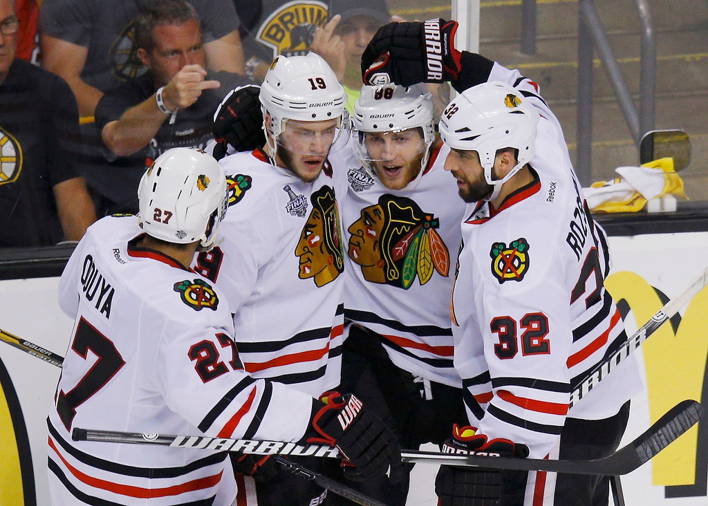 . Chicago Blackhawks\' Jonathan Toews (19) celebrates his goal against the Boston Bruins with teammates Johnny Oduya (L), Patrick Kane (88) and Michal Rozsival during the second period in Game 6 of their NHL Stanley Cup Finals hockey series in Boston, Massachusetts, June 24, 2013. REUTERS/Brian Snyder