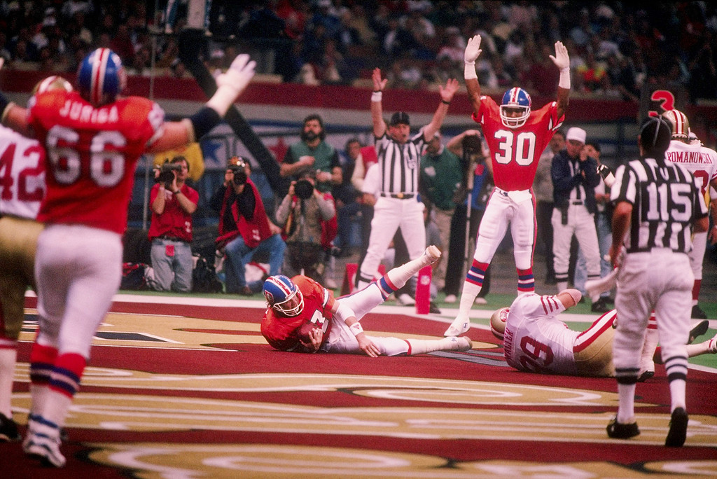 . Quarterback John Elway of the Denver Broncos scores a touchdown during Superbowl XXIV against the San Francisco 49ers at the Louisiana Superdome in New Orleans, Louisiana. (Rick Stewart/Allsport)