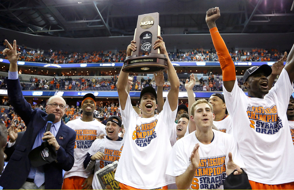 . Syracuse Orange head coach Jim Boeheim (L) waves as the Orange celebrate after they defeated the Marquette Golden Eagles in their East Regional NCAA men\'s basketball game in Washington, March 30, 2013. REUTERS/Jonathan Ernst