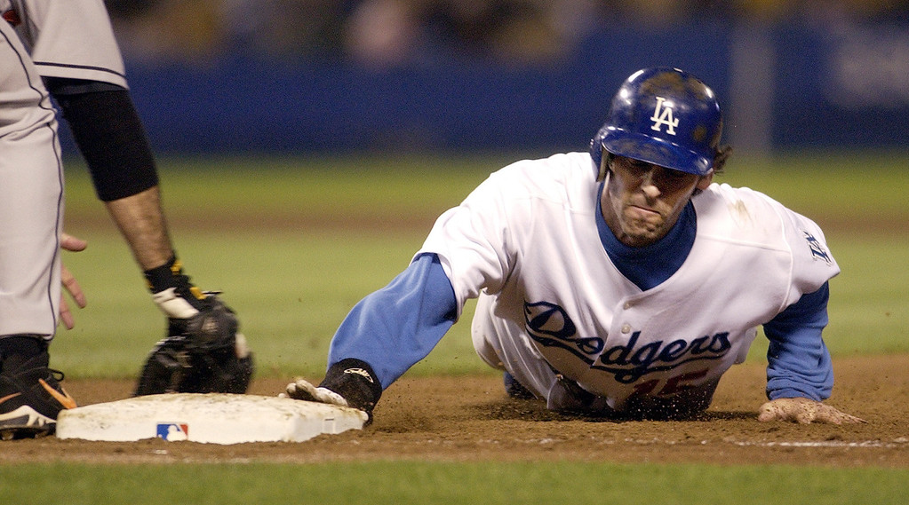 . SHAWN GREEN -- Los Angeles Dodgers\' Shawn Green, right, dives toward first base during the seventh inning in Los Angeles on June 15, 2004.  (AP Photo/Reed Saxon)