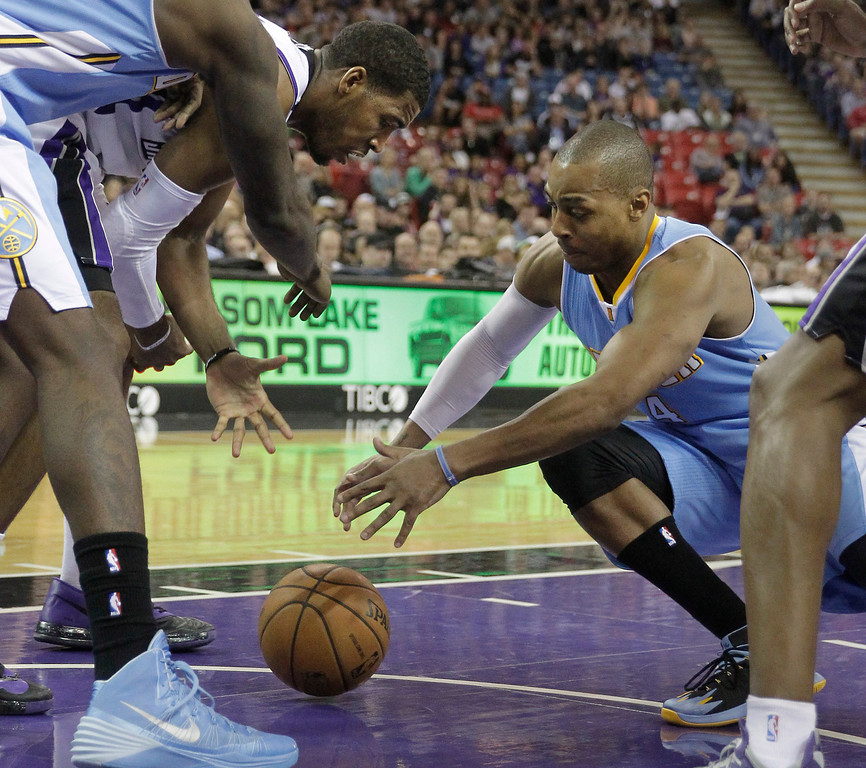 . Sacramento Kings forward Jason Thompson, left, and Denver Nuggets guard Randy Foye scramble for the ball during the third quarter of an NBA basketball game in Sacramento, Calif., Sunday, Jan. 26, 2014. The Nuggets won 125-117.(AP Photo/Rich Pedroncelli)