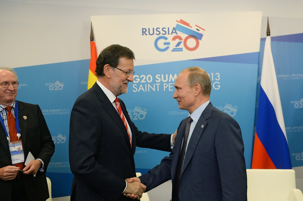 . SAINT PETERSBURG - SEPTEMBER 05:  In this handout image provided by Host Photo Agency, President of the Russian Federation Vladimir Putin (R) shakes hands with Spanish Prime Minister Mariano Rajoy during a meeting at the G20 summit on September 6, 2013 in St. Petersburg, Russia. The G20 summit is expected to be dominated by the issue of military action in Syria while issues surrounding the global economy, including tax avoidance by multinationals, will also be discussed duing the two-day summit.  (Photo by Iliya Pitalev/Host Photo Agency via Getty Images)
