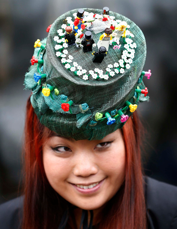 . A racegoer arrives for Ladies\' Day at the Royal Ascot horse racing festival at Ascot, southern England June 20, 2013.  REUTERS/Darren Staples