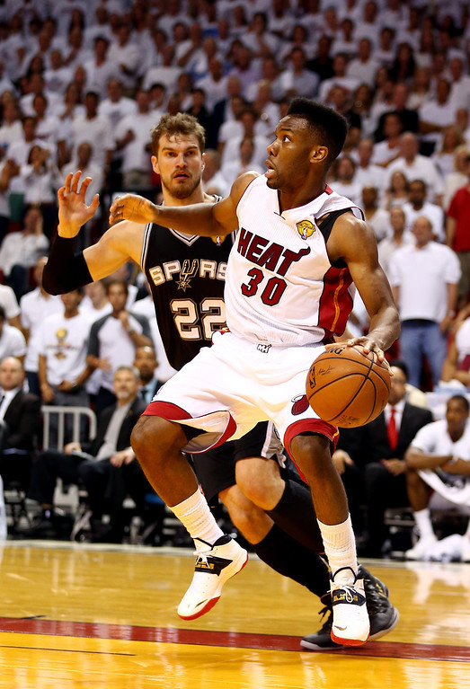 . MIAMI, FL - JUNE 10: Norris Cole #30 of the Miami Heat drives to the basket against Tiago Splitter #22 of the San Antonio Spurs during Game Three of the 2014 NBA Finals at American Airlines Arena on June 10, 2014 in Miami, Florida.  (Photo by Andy Lyons/Getty Images)