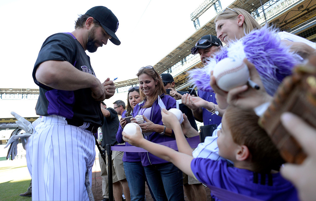 . Todd Helton signs autographs for fans in his last game at Coors Field on Sept. 25, 2013, before retirement. (Photo By John Leyba/The Denver Post)